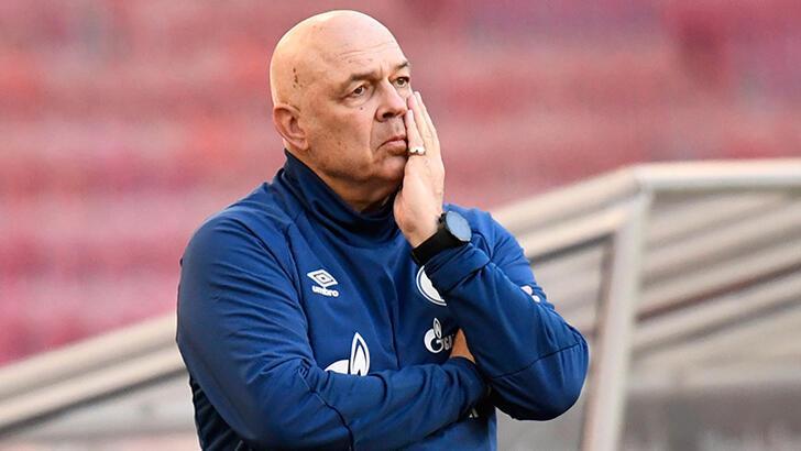 Schalke 04'te teknik direktör ve sportif menajerin görevine son verildi
