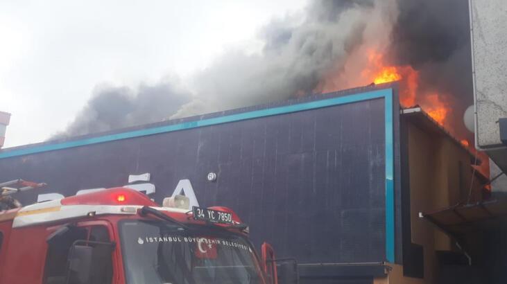 Son dakika... Ataşehir'de mobilya fabrikada yangın!