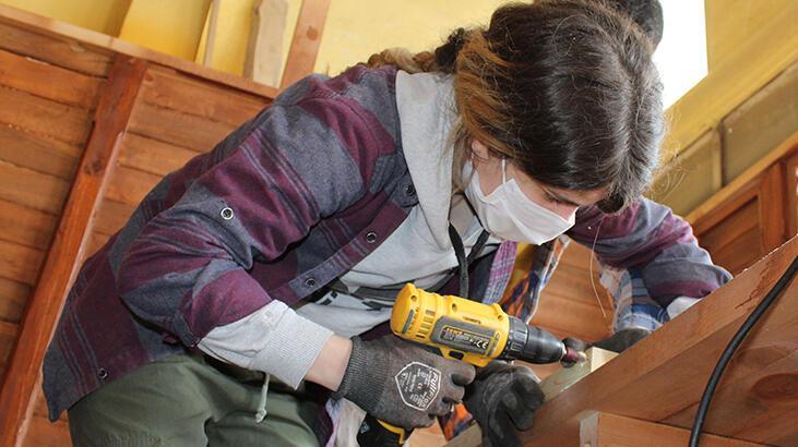 Kuş kafesi yaparak başladı, Sivas'ın tek kadın marangozusu!