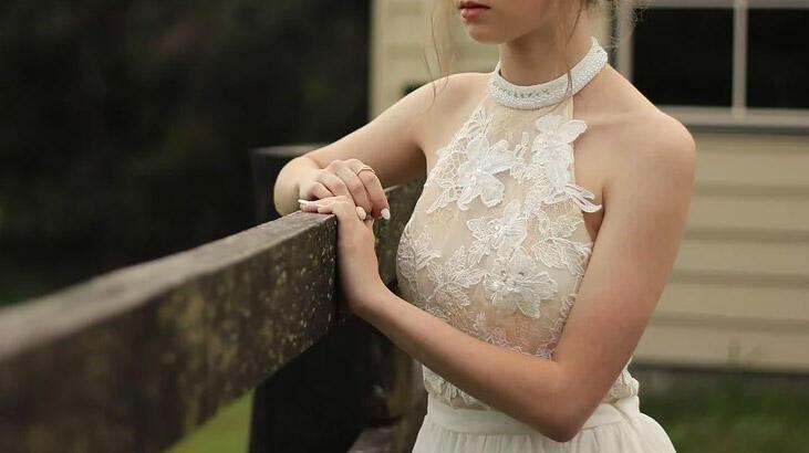 Nişan Elbisesi Giymek