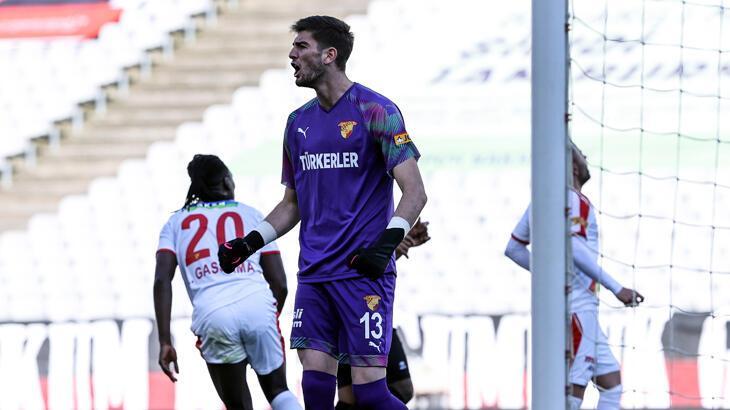 Arda Özçimen, ilk Süper Lig maçında penaltı kurtardı