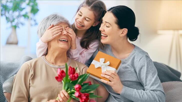 Anneler Günü mesajları ve sözleri... En güzel, anlamı, duygusal Anneler Günü mesajı...
