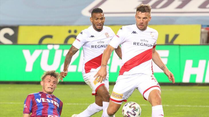 Antalyaspor tehlikeyi atlattı, gözler kupa finaline çevrildi