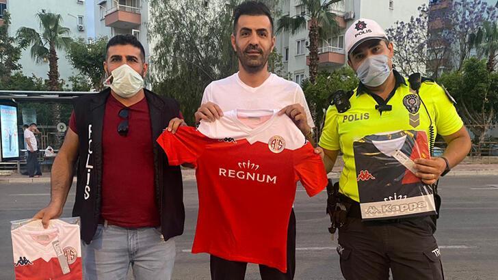 Antalyaspor'dan polis ve sağlık çalışanlarına jest