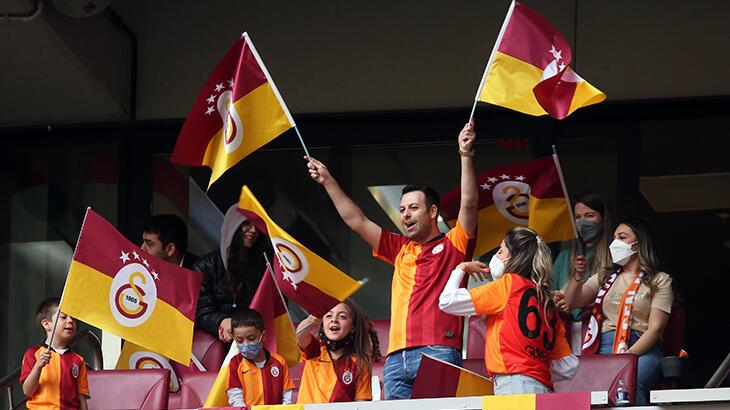 Galatasaraylı taraftarlar Türk Telekom Stadyumu'nda