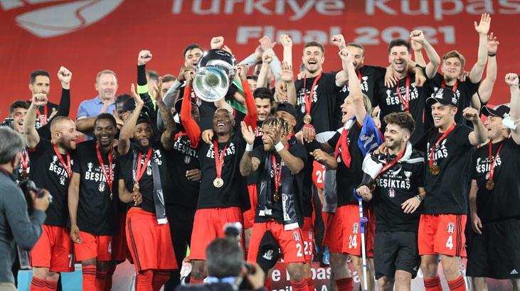 Son dakika - Çifte kupalı Beşiktaş zafer sarhoşu! İşte finalden özel kareler...
