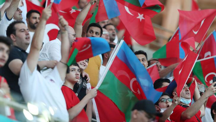 Türk taraftarlar A Milli Takım'ın oyununa üzüldü