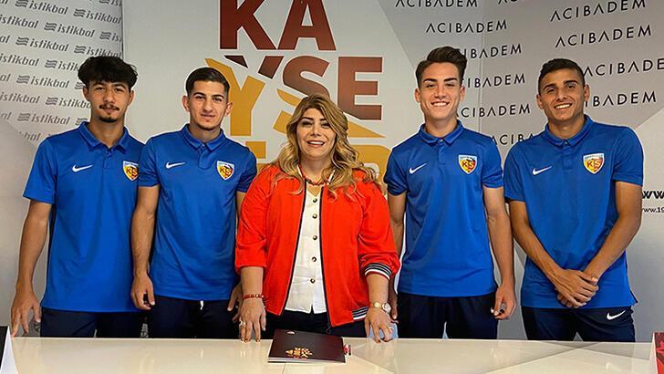 Son dakika - Kayserispor, altyapıdan 4 oyuncuyla profesyonel sözleşme imzaladı