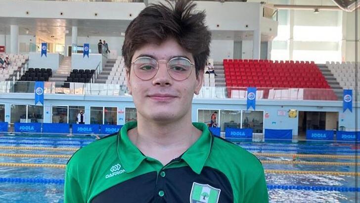 Kaan Efe Kaya, 50 metre çift palette Türkiye rekoru kırdı