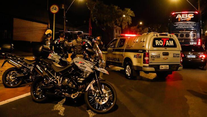 Kupadan elenen Boca Juniors'lı oyuncular polisle çatıştı