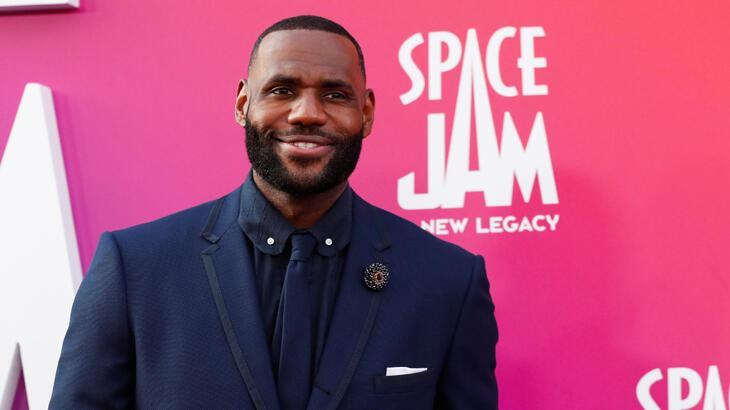 LeBron James tarihe geçti! Rekor kazanç