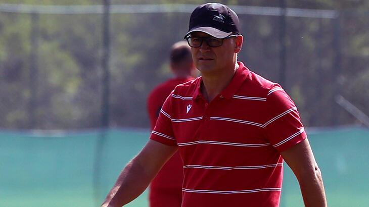 Yeni Malatyaspor Teknik Direktörü İrfan Buz takıma katılan isimleri övdü