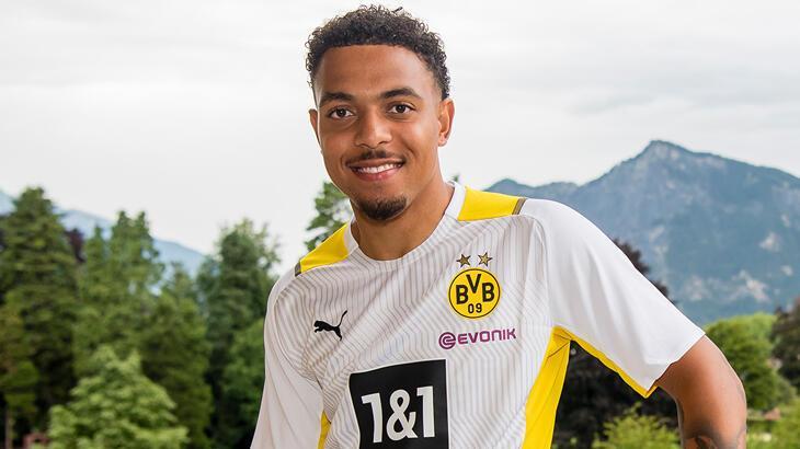 Borussia Dortmund, Hollandalı futbolcu Malen'i transfer etti