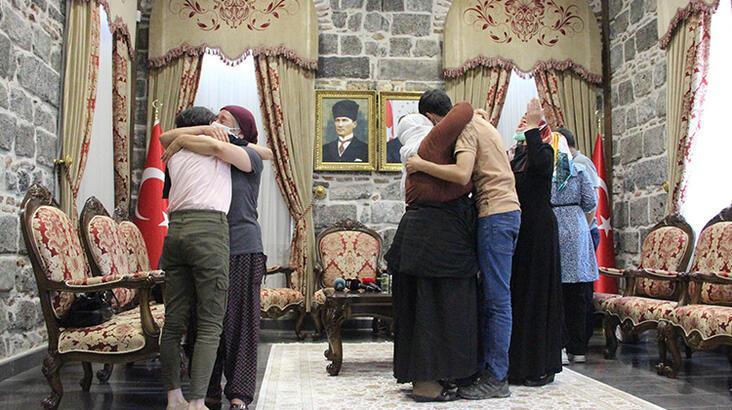 Diyarbakır'da HDP önündeki nöbette 3 aile daha evladına kavuştu