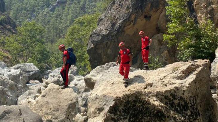 Manavgat'ta yangında mağaraya sığınan çoban ve 45 keçisi kurtarıldı