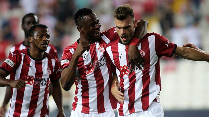 Sivasspor'da savunma oyuncusu Goutas forvetleri geride bıraktı