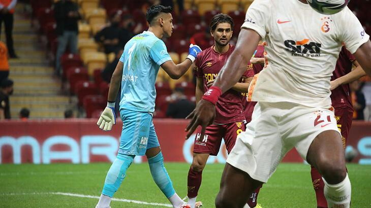 Son dakika haberi: Galatasaray - Göztepe maçına hatalar damga vurdu! Yıldız futbolcuya tribünlerden tepki