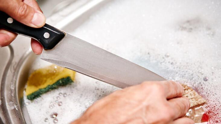 Bulaşık makinesine asla koymamanız gereken mutfak gereçleri