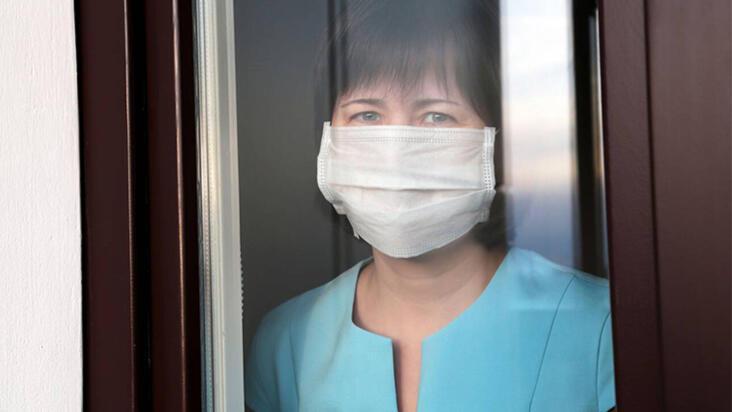 Coronadan korunmak için evde de maske takmak faydalı çıktı!