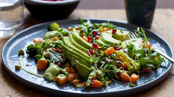 Cilde parlaklık kazandıran ve genç görünmesini sağlayan salata tarifi