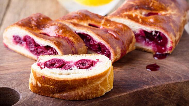 Birbirine en çok yakışan çift lezzeti: Vişneli çikolatalı ekmek
