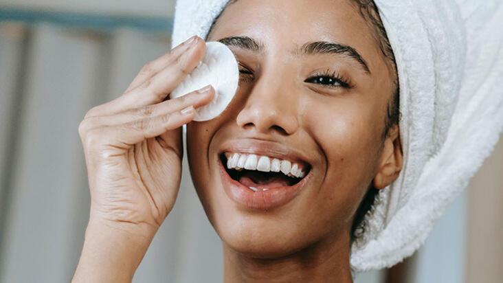Yüzünüzü yanlış temizliyorsunuz! İşte yüzünüzü doğru temizlemenin 10 yolu