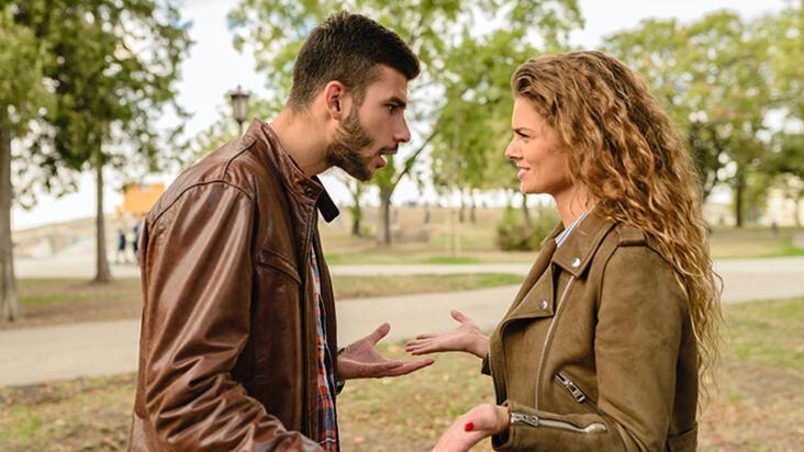 Erkek arkadaşınızın eski sevgilisini unutamadığını gösteren 10 işaret