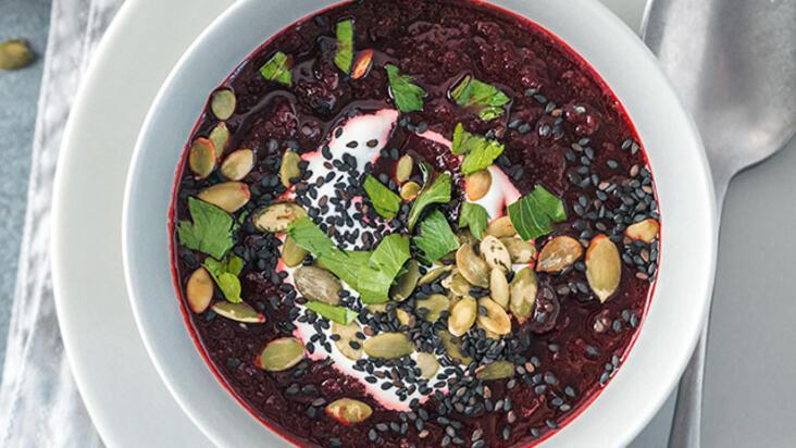 Yaza bu çorbalarla hazırlanın! Vücutta detoks etkisi yaratan 3 çiğ çorba tarifi