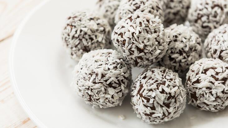 Tuzlu karamel tadında Hindistan cevizi topları