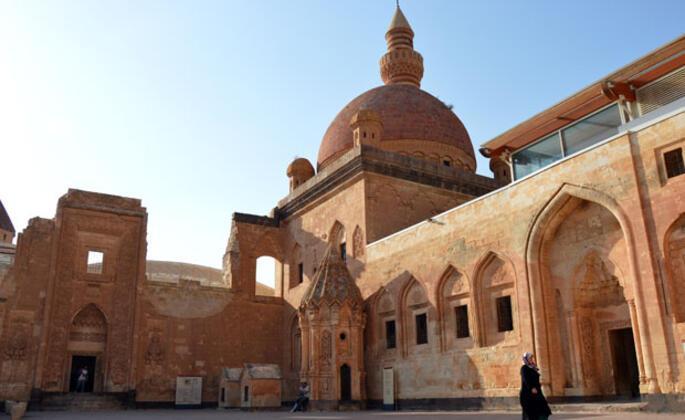 İshak Paşa Sarayı ne zaman inşa edildi?