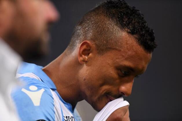 Lazio'da forma giyen eski Fenerbahçeli Luis Nani uçakta kendi taraftarlarının saldırısına hedef oldu. (Skorer Dış Haberler)