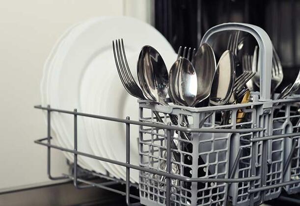 Birazdan vereceğimiz ipuçları sayesinde bulaşık makinesinden en iyi şekilde yararlanabilecek, hatta bulaşık makinesi için yapmış olduğunuz masrafı önemli ölçüde azaltabileceksiniz.İşte bulaşık makinesini en iyi şekilde kullanmanızı sağlayacak ipuçları...