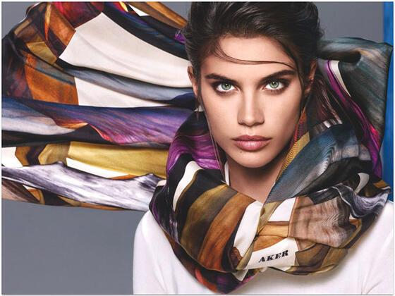 Aker, yeni yılda Portekizli model Sara Sampaio'nun seçimleriyle karşımıza çıkıyor.Nanoteknoloji ve özgün tasarım birleşti