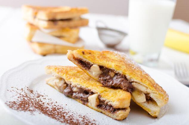 Çikolatalı muzlu tost malzemeleri: