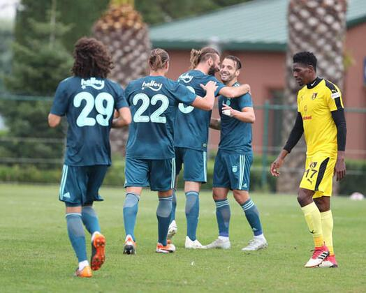 Fenerbahçe lige verilen arada yaptığı özel maçta İstanbulspor'u 3-0'lık skorla devirdi. Son bölümde adeta coşan sarı-lacivertli ekibin golleri Mehmet Ekici, Soldado ve Frey'den geldi.(Senad Ok / Skorer Özel)