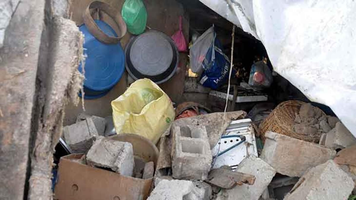 Beton mikseri dehşet saçtı! Çarptığı evin mutfak duvarı yıkıldı
