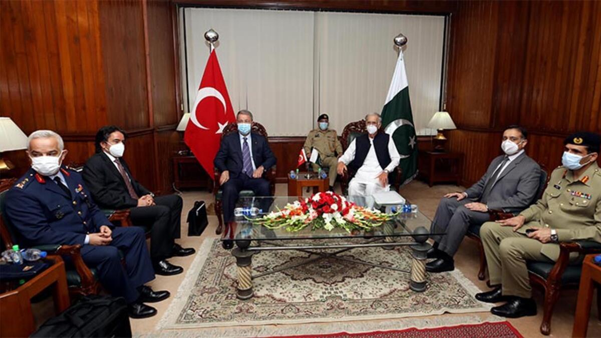 Bakan Akar, Pakistan Savunma Bakanı ile görüştü