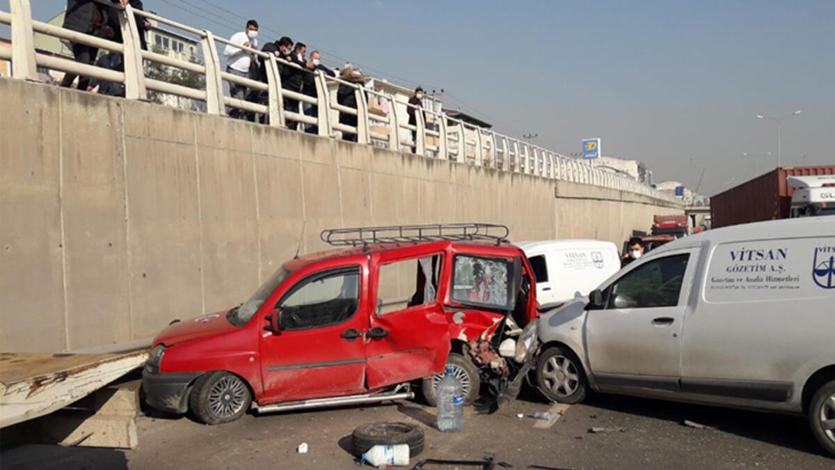 Sürücüsünün direksiyonda fenalaştığı araç kaza yaptı: 2 yaralı
