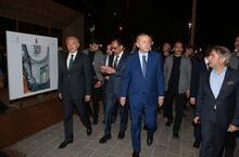 Cumhurbaşkanı Erdoğan, Taksim Meydanı'nda vatandaşlarla sohbet etti
