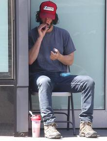 Keanu Reeves'i görenler tanıyamadı!