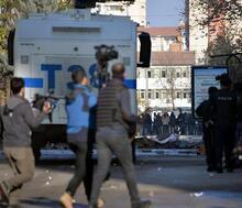 Diyarbakır'da Sur'a yürümek isteyen gruba polis müdahalesi