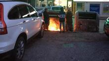 Tüm gün topladıkları kartonun bir bölümünü ısınmak için yaktılar