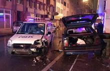 'Dur' ihtarına uymadı, polis aracına çarparak durdu!