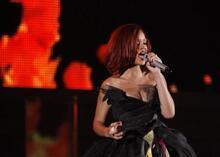 Rihanna'dan kışkırtıcı şov!