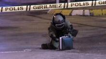 Üsküdar'da yol ortasına bırakılan çantadan karton bardak çıktı