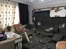 Eyüpsultan Yeşilpınar'da bir binanın duvarı çöktü! Hepsi evin içine aktı...