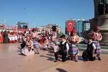 Taksim'de Sezgin Tanrıkulu'na tepki!