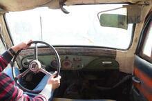 69 yıllık klasik otomobil asfalt yolu gözlüyor