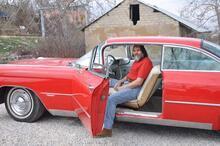 Gözü gibi baktığı klasik arabası servet değerinde