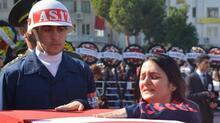 Şehit Yüzbaşı Çevik'i 10 bin kişi son yolculuğuna uğurladı
